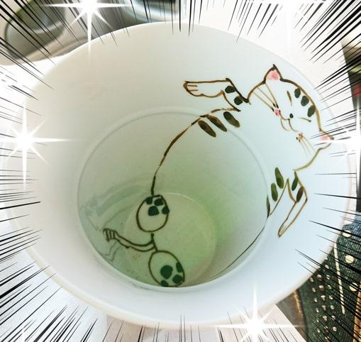 ふてぶてしい猫のコップ