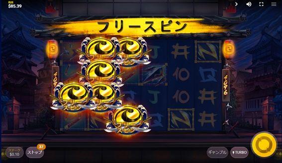 左から謎の紋章が6つ以上連なって出現すればフリースピンに突入