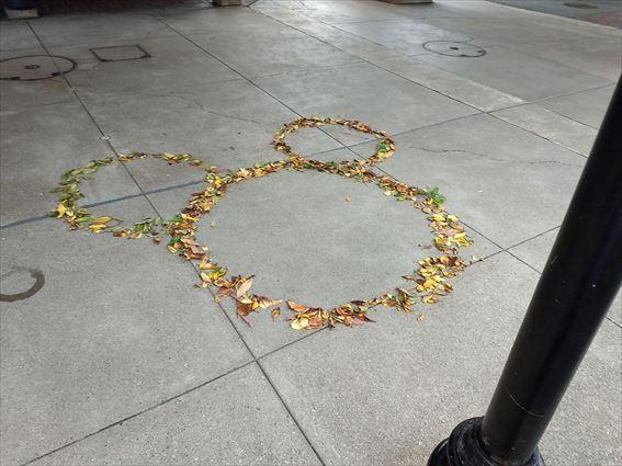 落ち葉のミッキー